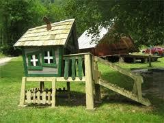 Zelena otroška hišica