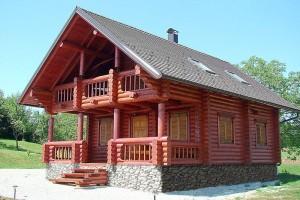 Masivna lesena hiša